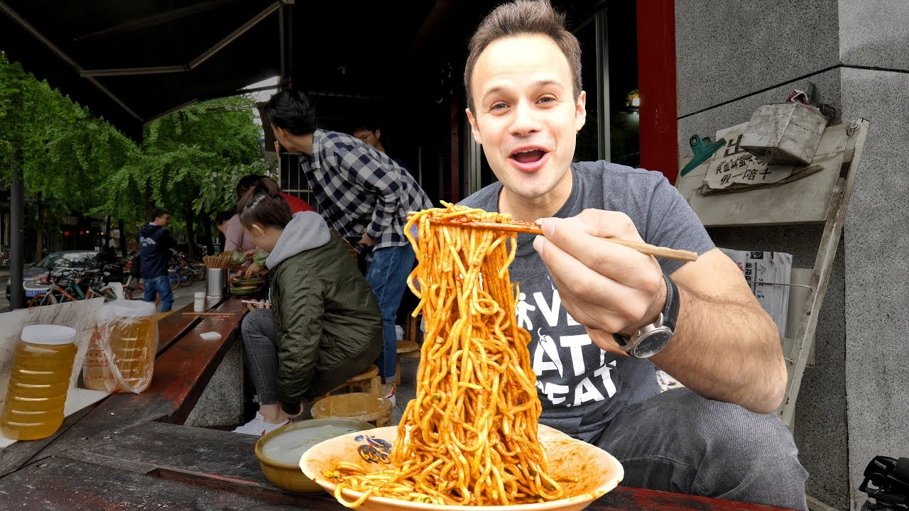 Chinese Street Food DAN DAN NOODLE Tour in Sichuan, China | INSANELY GOOD and SPICY Szechuan Noodles